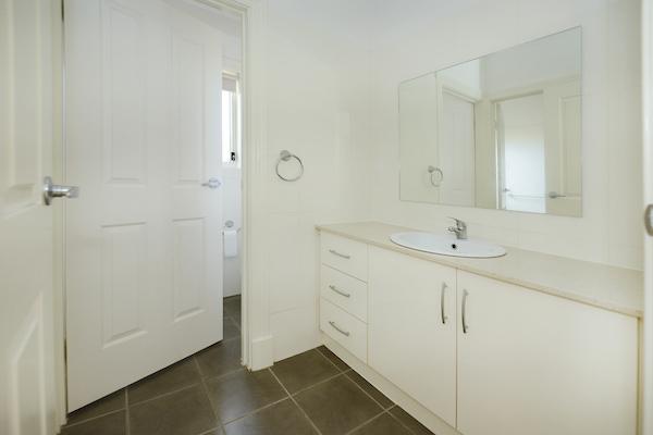 3/2 Matheson - Bathroom