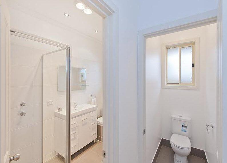 58 Ryan - bathroom