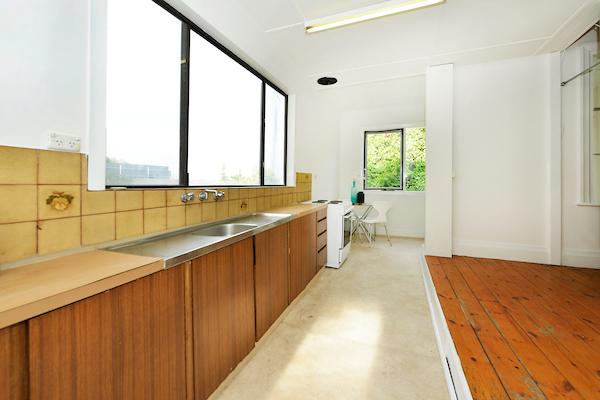 598 Seaview Road kitchen