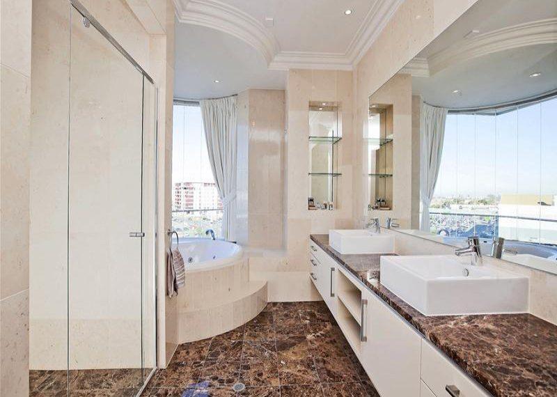 63 155 Brebner bathroom