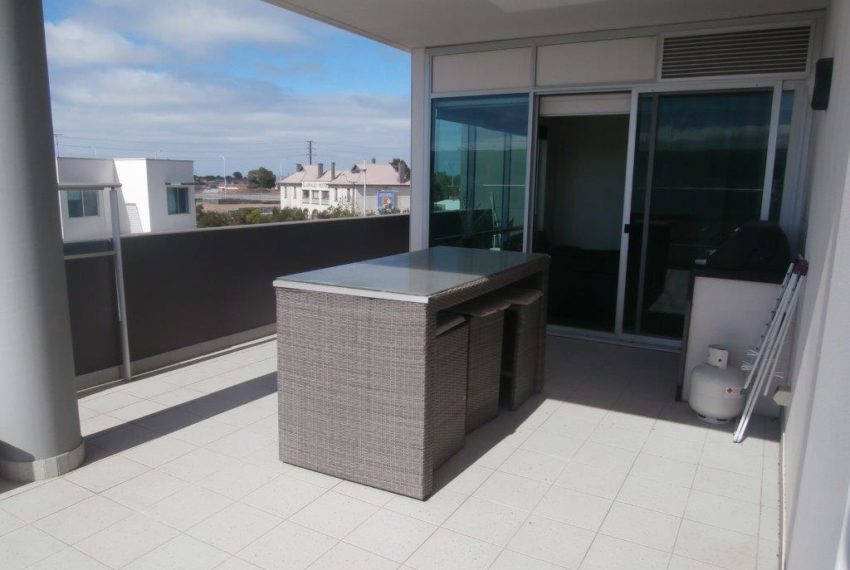 Balcony 213 Tarni Court