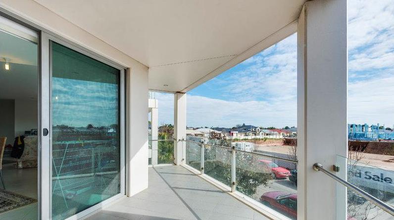 Balcony 2 - 17/1 Burt