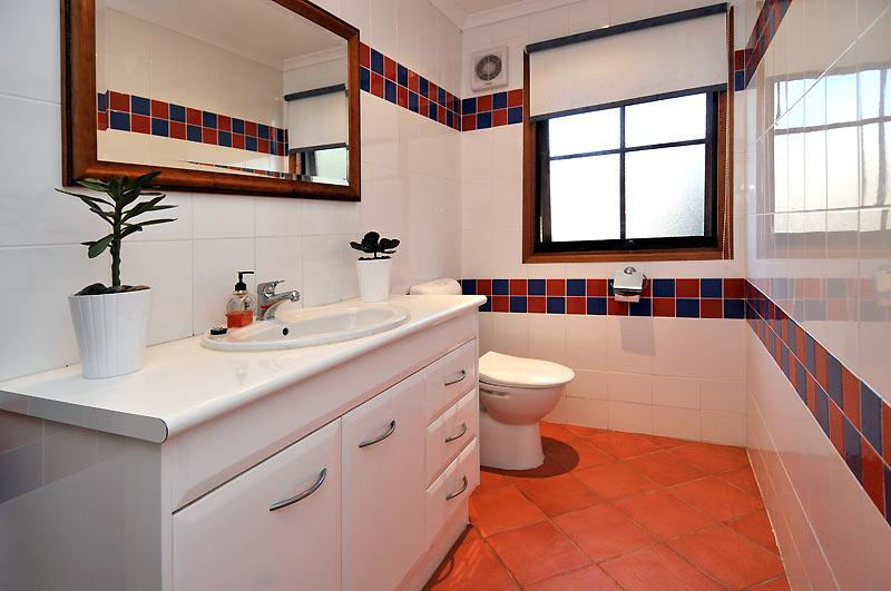 2 Hill view - bathroom